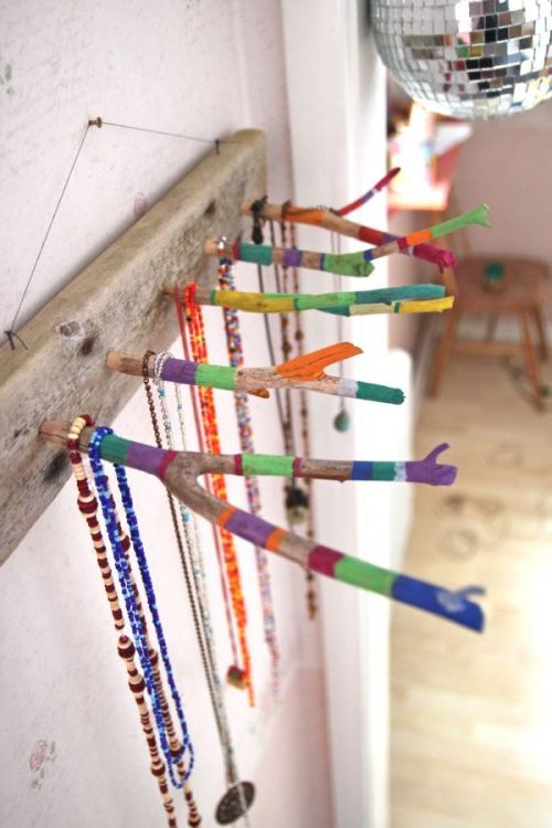 DIY Craft: How to Make a Twig Jewelry Holder. Instead of throwing all your jewelry into one box, why not display them beautifully with these easy DIY craft?