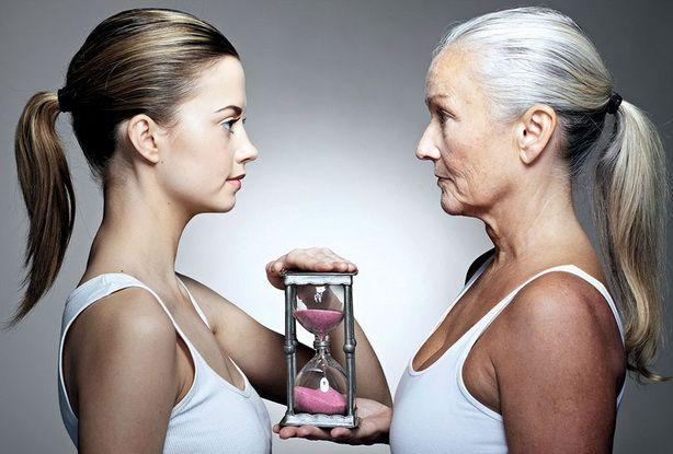 Старение - необратимый процесс, который настигает каждый живой организм. Мы многое знаем о процессах старения кожи, но и волосы, как её производное, тоже стареют. Как именно происходит этот процесс и что делать, чтобы его замедлить? http://estportal.com/starenie-volos/  #EstPortal #эстетическийПортал #косметология #волосы #старение #алопеция #седина #старениеВолос