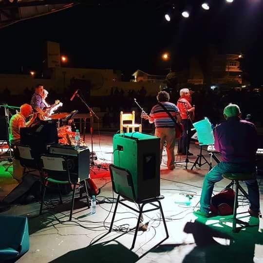 """Foto - Google Fotos   """"Los Bichos con Brillos"""" 2016  actuando en el Anfiteatro de Playa Unión Rawson Chubut Argentina"""