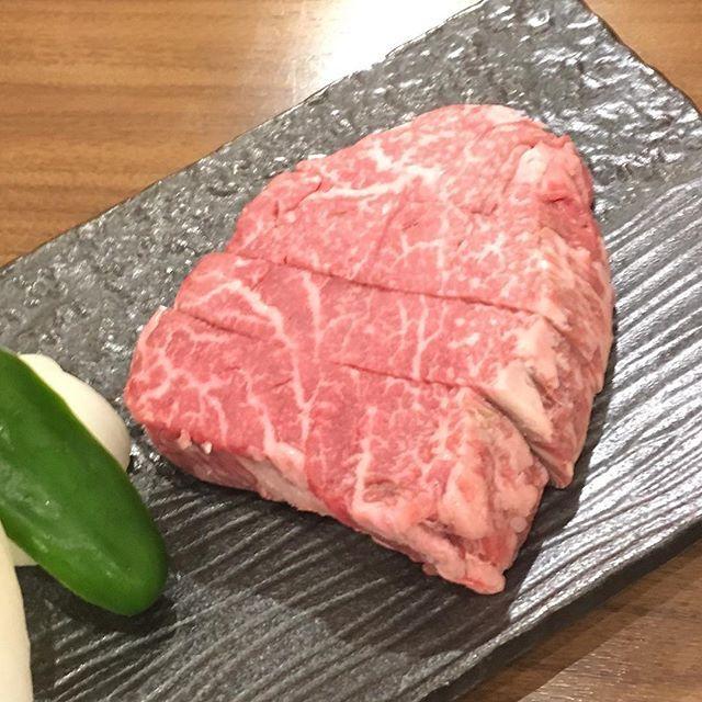 シャトーブリアン #夕ご飯#贅沢#柔らかくて箸で切れちゃう#うまうま#焼肉#肉#肉肉#肉肉肉