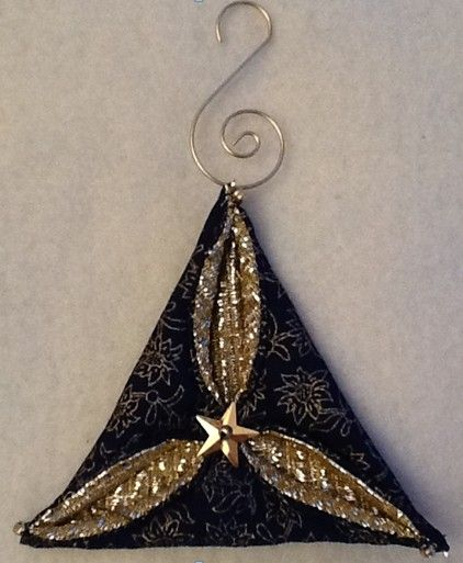 Folded fabric quilted Christmas ornaments tutorials complete with photos are…