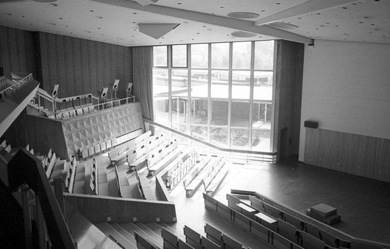 Spaces for conversation in the heart of the school  Marl School - Hans Scharoun