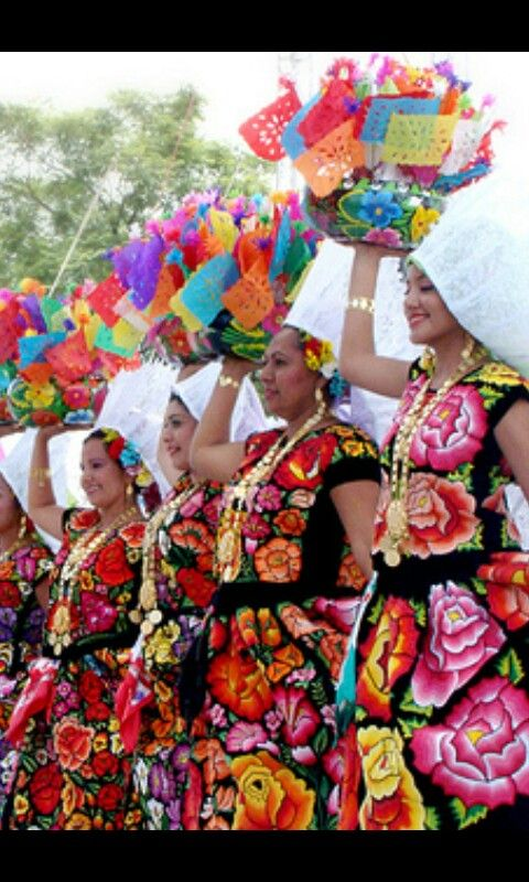 Traje tradicional de LA REGION DEL ITSMO DE TEHUANTEPEC, OAXACA