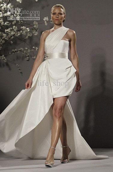 Pin by ximena mar a muratsuka on novias no convencionales for Short wedding dress with long train