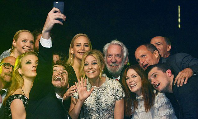 Jennifer Lawrence and the Hunger Games cast recreate the Oscars selfie at…