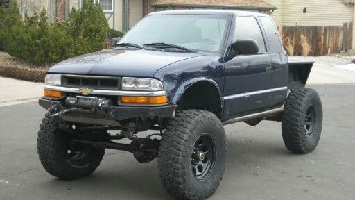 Chevy S10 ZR2 Extended cab straight axle flatbed winch mud tires steel bumper