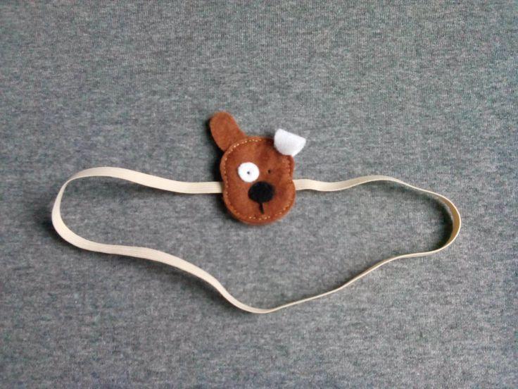 Opaska piesek wykonana z filcu na delikatnej elastycznej taśmie, wym 3,5×5,5cm.