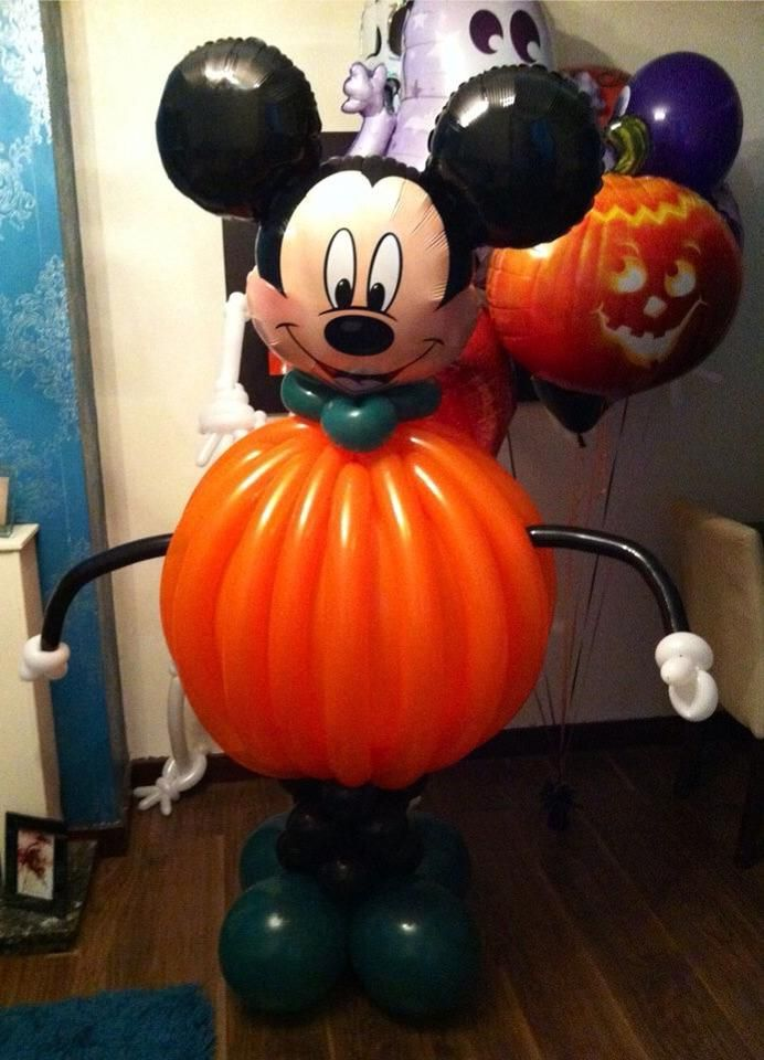 Mickey mouse mice and balloons on pinterest for Balloon decoration for halloween