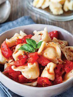 Fesleğenli domates soslu peynirli makarna