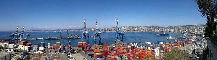 Vista del puerto desde el Paseo 21 de Mayo.