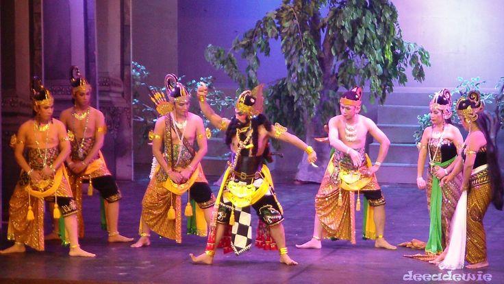 "WAYANG ORANG  Wayang wong also known as Wayang orang (literally ""human wayang"") is a type of Javanese theatrical performance with themes taken from episode of Ramayana or Mahabharata."