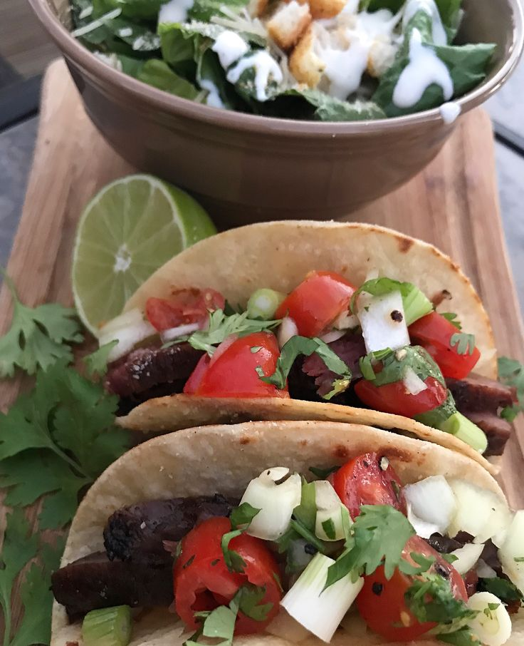 Let's give them something to taco bouuuutt 🤓🌮🎤💃🏼😏 alright that's enough of that. 😂😏Flank Steak Tacos & a Caesar salad on the menu tonight! Ingredients: 4 oz BBQ'ed flank steak Homemade pico de gallo (cherry tomatoes, onion, salt & pepper, lime juice, cilantro & a little EVOO) 2 corn tortillas (heated on a frying pan …