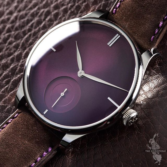 The dial of The Horophile x @MoserWatches Venturer Small Seconds XL Purple Haze under a different light, a much more Tyrian purple here.