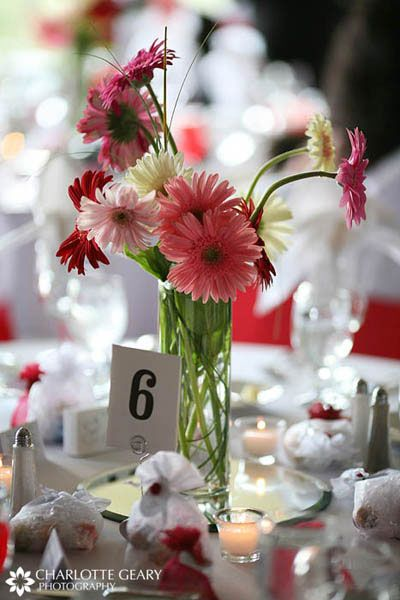 GerbsCenterpieces Ideas, Daisies Quince, Gerber Daisies, Daisies Centerpieces, Tables Centerpieces, Wedding Centerpieces Daisies, Wedding Flower, Centerpiece Gerbera Daisies, Centrepieces Ideas
