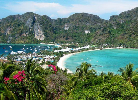 ... Shutterstock) Phi Phi (Thajsko, ...