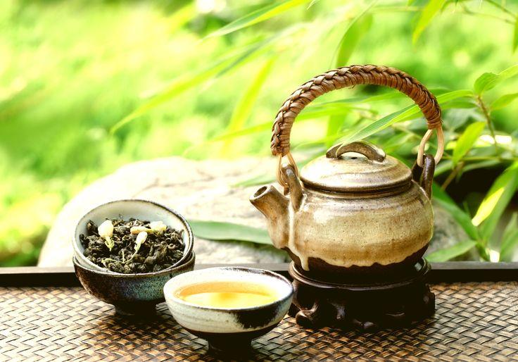 Почему мы пьём чай после массажа? Чай – это не просто напиток для утоления жажды. Уже давно доказано, что чай обладает комплексным положительным воздействием на организм, и при регулярном употреблении мягко и постепенно оздоравливает его. Хороший чай одновременно успокаивает и побеждает сонливость, повышает общую работоспособность, снимает головную боль и усталость, пробуждает чувства, способствует творческому мышлению и концентрации. #чай #массаж