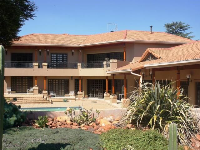 Beautiful, stunning, amazing! Range Style 3 bedroom Farm for sale in Protea Ridge