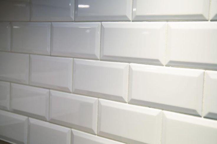 Vitt blankt fasat kökskakel från Stuvbutiken, kök, kökskakel, ideer för kök.