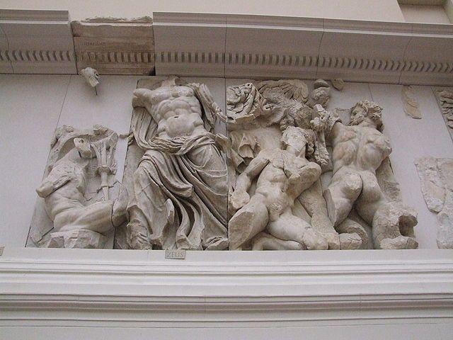 Firomaco e collaboratori.  Zeus e Porfinione. Particolare della Gigantomachi, Altare di Pergamo.