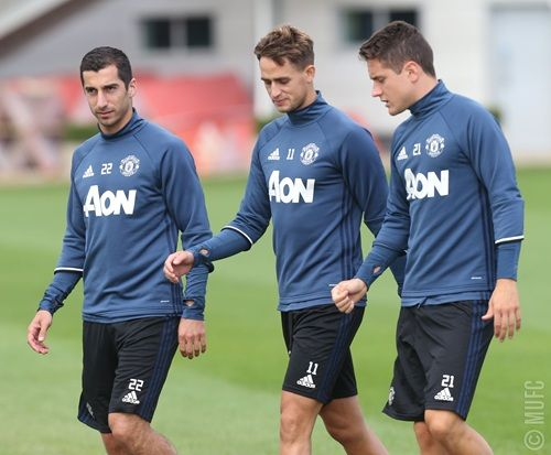 Henrikh Mkhitaryan (let), Adnan Januzaj and Ander Herrera work together at United's Carrington base