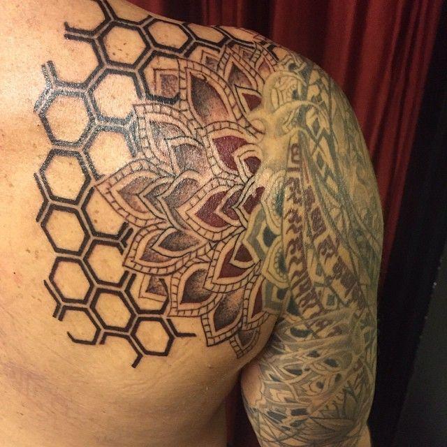 honeycomb tattoo sacredgeometrytattoo rachelg maui tattoo pinterest the o 39 jays. Black Bedroom Furniture Sets. Home Design Ideas