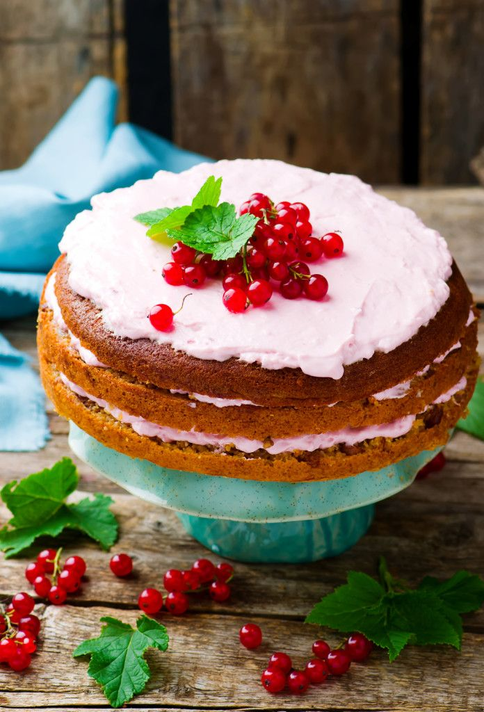Oat cake with red currant. style rustic. selective focus