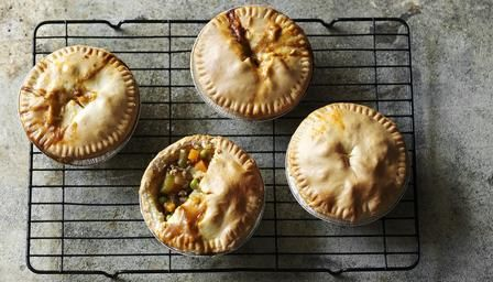 Low-fat minced beef and potato pies