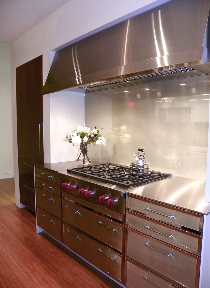 Contemporary Kitchen Display At The Fretz Corporation Showroom Designed By  Fernando Rogelio Guerra | Spogue Kitchens