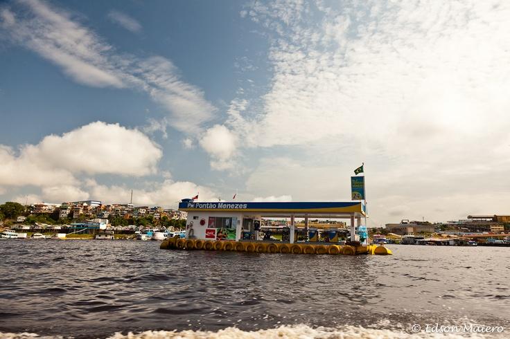 posto de gasolina flutuante no Rio Negro - #Amazonas
