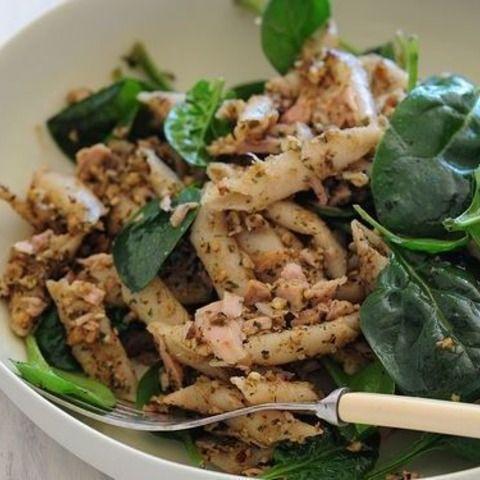 今回ご紹介するレシピは、「ペスト」を使ったツナとほうれん草のパスタです。 ペストはスーパーでも購入できますが、ご自宅でも簡単に作れます! それでは紹介していきましょう。