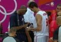 La sélection tunisienne de Basket-ball s'est inclinée devant les Etats Unis lors des Jeux Olympiques avec un écart de 47 points, 110 à 63 pour les tunisiens. Une fois le match terminé, le tunisien Mohamed Hadidane a demandé à Kobe Bryant… de signer sa chaussure, ça n'arrive pas tous les jours de voir un joueur [...]