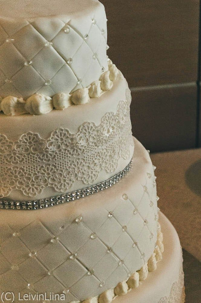 LeivinLiina: Hääkakku pitsillä ja timanteilla / Wedding Cake with Lace and Diamonds