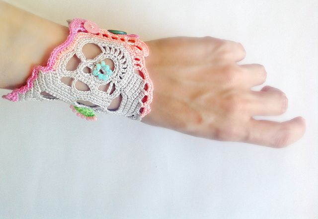 Crochet cuff bracelet by Vallistic, via Flickr