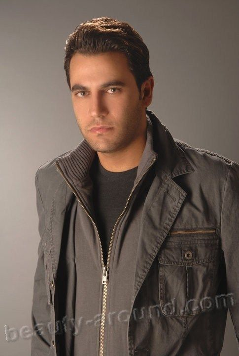 Николас Моуавад / Nicolas Mouawad (род. 22 февраля 1979 г) - ливанский телеведущий и актёр.