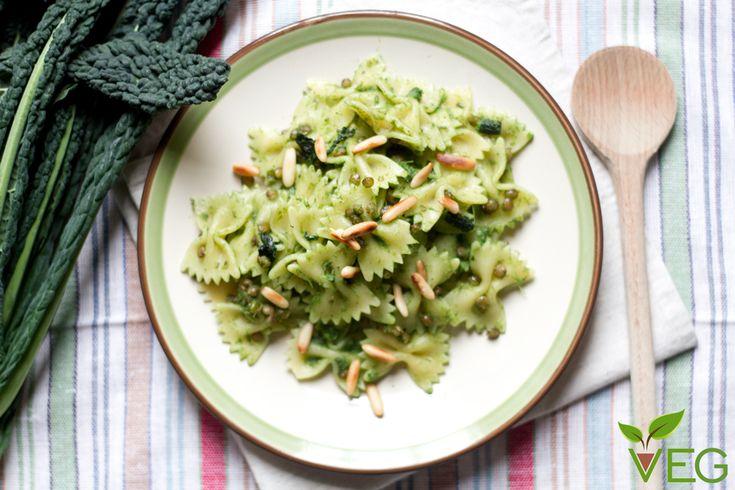 Cosa succede quando lenticchie, cavolo nero e pinoli si incontrano all'ora di pranzo? Nasce la pasta e lenticchie con cavolo nero e pinoli!