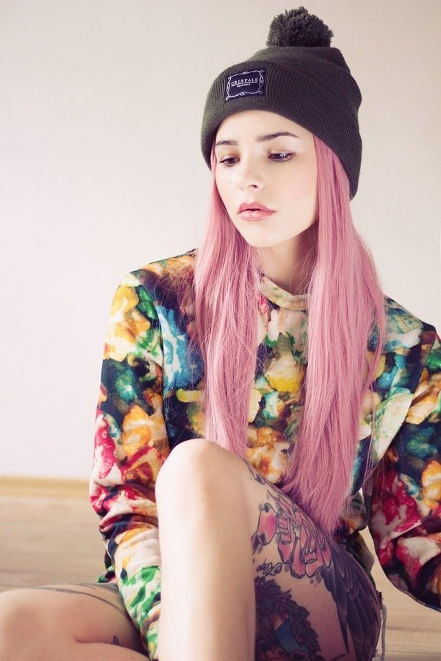 grunge beanie floral print shirt pink hair awesome look love style fashion hipster girl