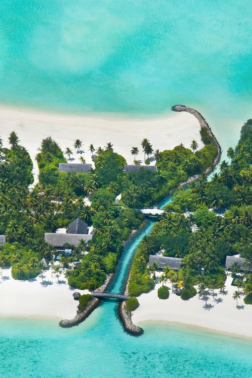 Simply Maldives | Covet Edition | View more at http://www.covetedition.com/ | #maldives Best Vacations #islandresorts