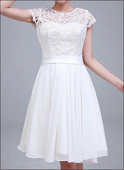 Elegantes Standesamtkleid aus Spitze und Chiffon. …