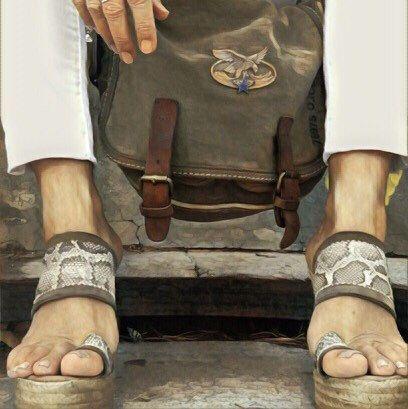 Nuestra sandalia con piel de serpiente en CAKI es iOO COCO