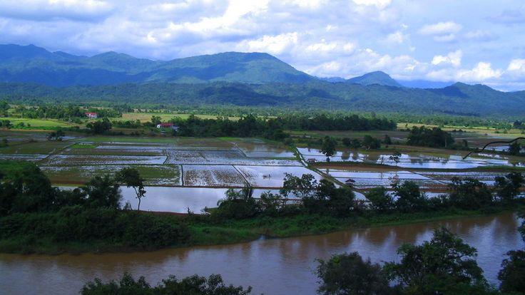 Vang Vieng, Laos (par TheArgentinian). En savoir plus: http://voyager-au-laos.com/sites-a-visiter/vang-vieng