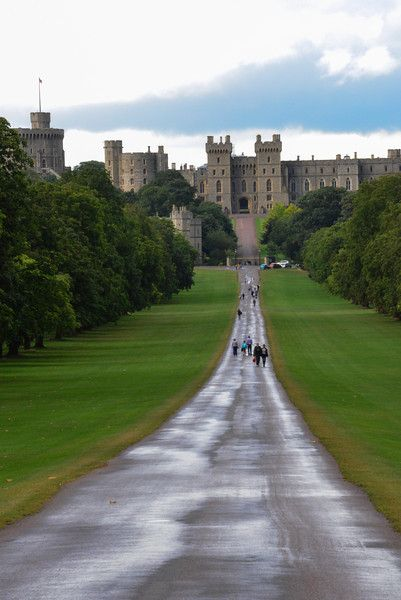 Windsor Castle Front Walk; I remember this! I seriously wanna go back to England