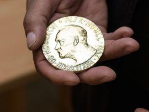 Zlatá medaile za Nobelovu cenu míru #nobelprice #gold