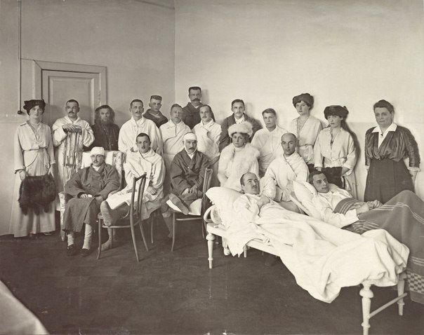 Olga,Tatiana,Anastasia,Alexandra,and wounded soldiers in 1915 taken from http://vk.com/naaotma