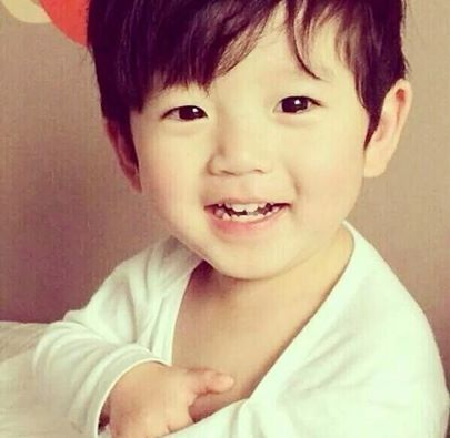 Baby Baekhyun. Oh my god, what an angel.