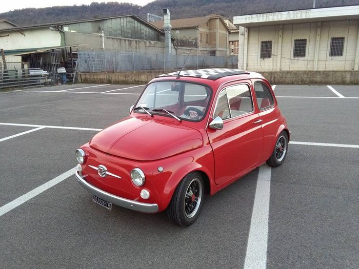 Fiat - 500 F aangepast - 1969  1969 fiat 500 F aangepast met 650 cc motor.GEGEVENS:- Geldige keuring: Mei 2017- Kentekenplaten en documenten: Italiaans- Afgelezen kilometerstand:  85.000 km- Eigenaars: 2 eigenaren  dealers- Motor: 650 ccBESCHRIJVING:Fiat 500 F met speciale set-up en aluminium wielen geregistreerd in 1969. Volledig gerestaureerd met inspectie uitgevoerd en geldig tot mei 2017 twee eigenaren  dealers. Ca. 85.000 km gemodificeerde motor met 650 cc (2500 km) bodemplaat en…