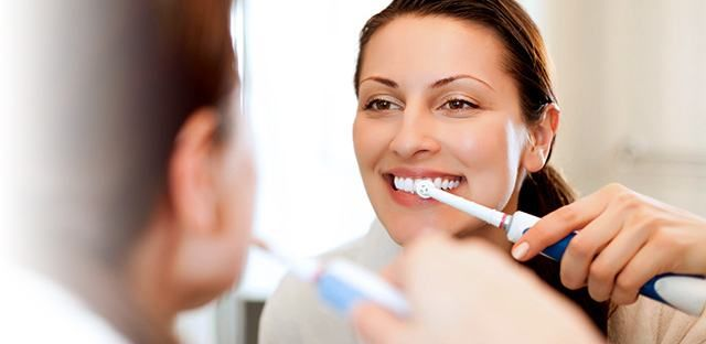 An electric toothbrush provides over 160 times as much movement per minute as a manual one! Saying goodbye to all that extra plaque can also ditch your bad breath