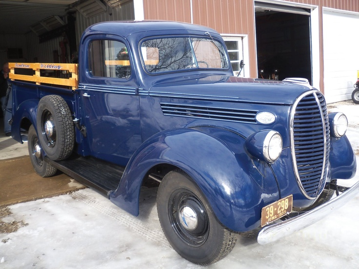 Nothing to be blue about with this '38 Ford pickup.