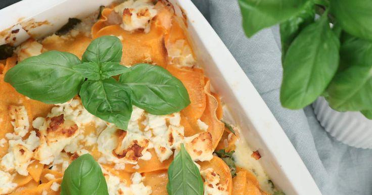 En krämig gratäng med sötpotatis, lax, fetaost och Abbas milda tomat & örtsås.