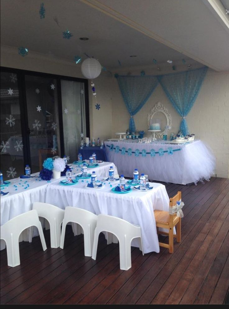 Beautiful Frozen inspired birthday party.