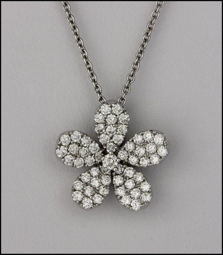 Ref. 2T Pendiente de diamantes en forma de flor.